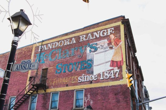 A vintage ad for Pandora Ranges at the corner of Ainslie St and Main St.